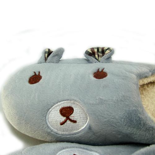 可爱的小熊竖起耳朵造型,完全贴合脚丫子,内里是超柔软珊瑚绒毛